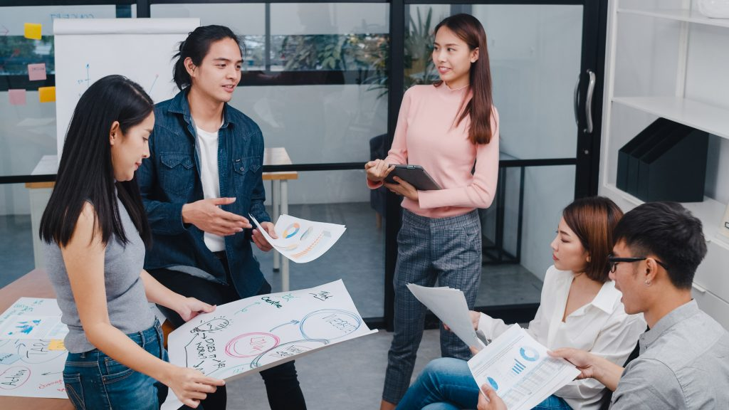 Học chương trình Thạc sĩ Kinh doanh MBA quốc tế sẽ mang đến cho bạn tư duy tiến bộ, kiến thức chuyên sâu về kinh tế, vốn ngoại ngữ để nâng cấp sự nghiệp.